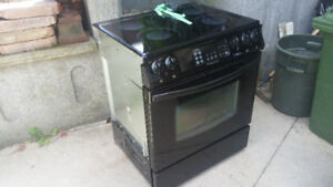 Frigidaire Gallery Covection Oven Stove