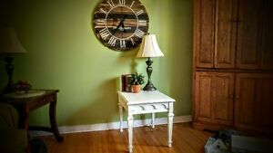WHITE SIDE TABLE!!!!!!!