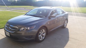 2011 Ford Taurus SEL leather loaded no nav. New brakes & tires.