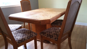 Beautiful oak dining table with chairs