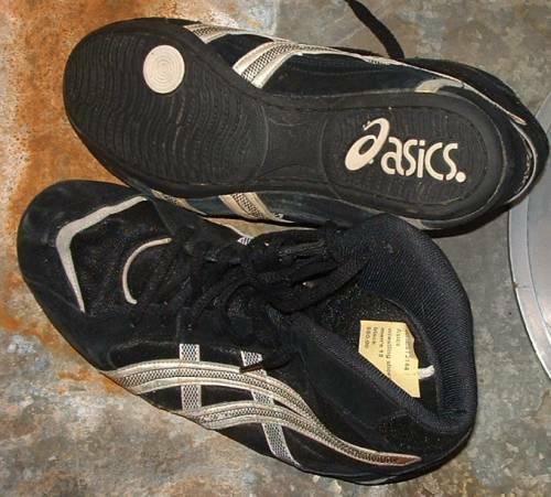 Asics  black  wrestling shoes us13   uk 30   used