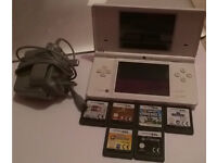 White dsi + charger + 6 games
