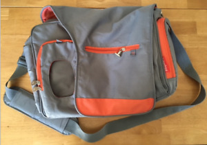 FISHER PRICE MESSENGER DIAPER BAG IN VERY GOOD CONDITION!!