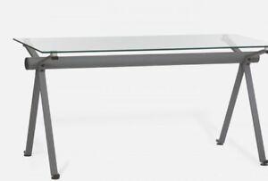 Table de travail en verre et acier