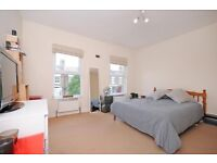 Large Double room to rent in gay house share in West Ealing
