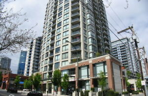 Spacious & Bright 1 Bdrm & Den W/P in the Heart of Downtown