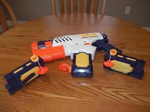 """Super Soaker by Hasbro  'Tornado Strike' with two extra """"Ammos"""""""