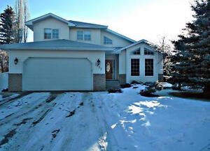 4 bedroom family friendly home in Camrose for sale!