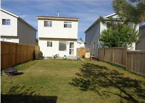 Single Detached 3 Bed, 2 Bath Home in Glendale Avail Oct 15th!