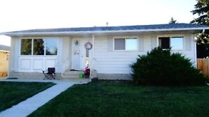CASTLEDOWNS NW GEM!  NEW!  SUPERB LOCATION in QUIET CULDESAC!