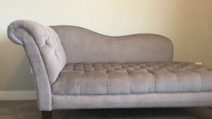 Tufted Grey Chaise lounge Excellent Condition