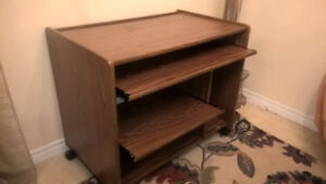 Computer Desk in Great Condition I Deliver
