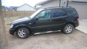 2000 Mercedes ML320 Black Priced to Sell!