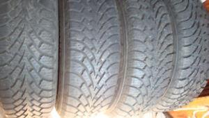4 pneus hiver P195/65/15 sur jantes Mazda 3 2005 + caps roues