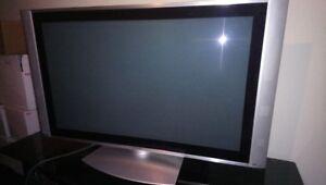 """HITACHI 42"""" PLASMA TV W/ REMOTE AND GLASS TABLE $130 obo"""