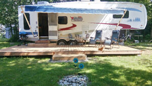 2007 Cardinal by Forest River 5th Wheel – 35 ft.