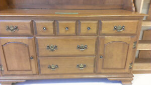 Beautiful solid oak Hutch - No scracthes Kingston Kingston Area image 2