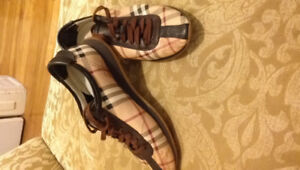 Souliers Burberry authentic