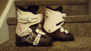 Girl's boots and skis