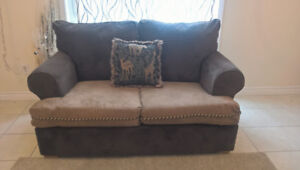 Comfy Loveseat/Small Couch for sale I Deliver