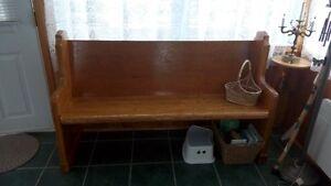 furniture, antique church bench// meuble, banc d'église 5 pieds