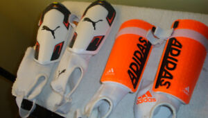 2 paires de pads pour soccer ( $10.00 pour les 2 paires)