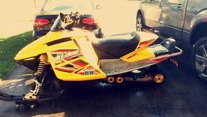 '05 Skidoo MXZ 500ss w/ NEW track London Ontario image 1