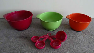 Kitchen Aid mixing bowls and measuring cups