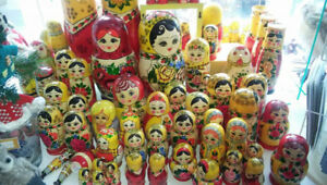 HAND PAINTED   RUSSIAN NESTING DOLLS