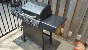 BBQ Propane Grill ( Char-Broil) in Excellent Condition