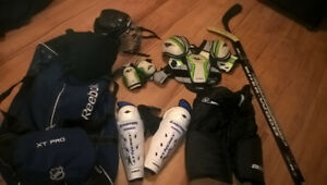 Hockey Gear pants elbow chest shin pads skates helmet bag +