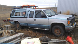 parting out 89 chevrolet/gmc4x4 truck 1/2 ton. auto trans.