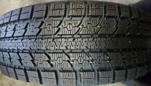 Un pneu 245/70R17