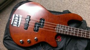 GODIN FREEWAY BASS GUITAR PASSIVE JP PICKUPS