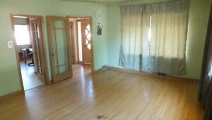 3 BDRM Main Floor House for Rent - AVAILABLE IMMEDIATELY!