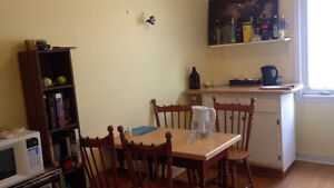 $900 May-August 2 Bedroom Shirley St Apartment