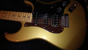 Fender Mexique Strat Special Edition Gold Siter