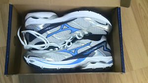 Mizuno wave spark running shoes brand new woman 8
