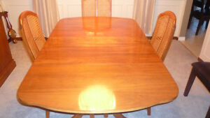 Dining Room Table & Chairs London Ontario image 2