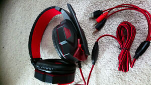 New gaming headphones with microphone & AUX attachment