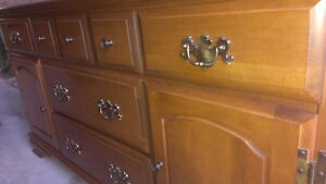 Beautiful solid oak Hutch - No scracthes Kingston Kingston Area image 5
