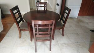 "45"" round dining table w/ 4 chairs, $300"