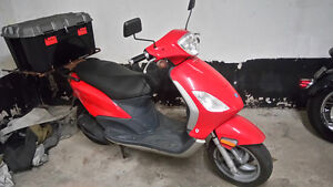 2006 Piaggio Fly 150cc w cargo case and back rack fly 150