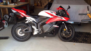 2009 CBR600RR mint condition (Low KMs)