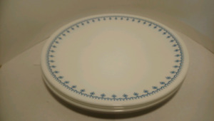 Set of 4 Corelle Snowflake Pattern Dinner Plates