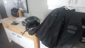 Manteaux et casque de moto