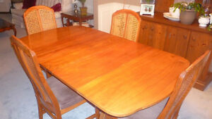 Dining Room Table & Chairs London Ontario image 1