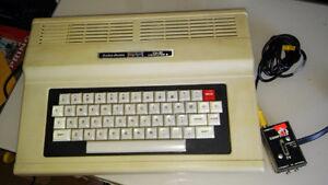 Ordinateur Vintage Radio-Shack TRS-80 Color 2 : 55$