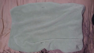 Light green contoured change pad cover