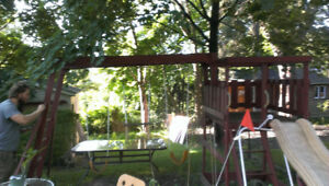 Outdoor kids play structure